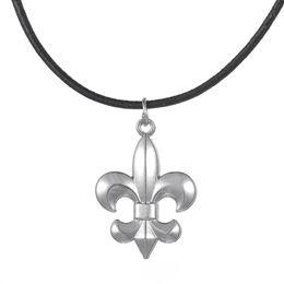 Fleur lis chain онлайн-Ожерелье из легкого металла Fleur De Lis на черной кожаной цепочке