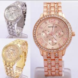 Genf rhinestone-legierungsuhr online-Geneve Quarz Uhren Mode Strass Diamanten Uhren Damen Damen Goldlegierung Business Genf Stahl Herren Armbanduhren Zubehör