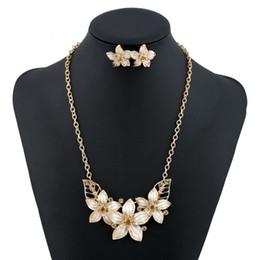 Wholesale Resin Flower Bib Necklace - Black New Fashion Bib Vintage Statement Necklace Ethnic Bohemian Maxi Necklace 2016 Women Colorful Flower Alloy Resin Choker Chunk Jewelry