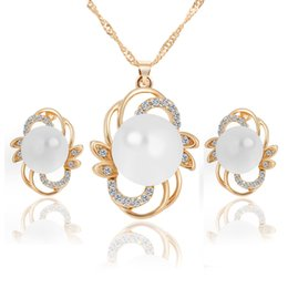 Wholesale Gold Jewelery Sets - Pearl flower earrings + necklace women's jewelry set Factory Outlet (1 pair of earrings +1 pendant necklace) Christmas party jewelery