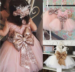 Beugt tüll online-Neues Ankunftsrosa Sequin-Blumenmädchen-Kleid mit großen Bogen Tulle-Blumenmädchen-Kleidern für Hochzeit