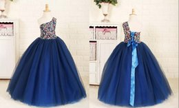 um vestido de cristal da fita do ombro Desconto Um Ombro Fita de Cristal Lace Up vestido de Baile Tule Até O Chão Vestidos de Noiva Vestidos de Casamento da Menina Barato Bonito Pageant