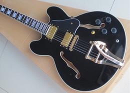 Modèle 335 d'érable noir de haute qualité avec la guitare électrique semi-creuse Tremolo Jazz de la Chine livraison gratuite ? partir de fabricateur