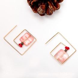 Rétro bonbon rose bonbon naturel boucles d'oreilles en pierre géométrique de haute qualité Piercing Hoop Huggie Yiwu petite denrée ? partir de fabricateur