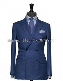 Venta al por mayor-2016 por encargo de doble botonadura Azul marino Novios Tuxedos Pico solapa Padrino de boda Hombres Tuxedos trajes de baile (chaqueta + pantalones + corbata) desde fabricantes