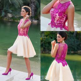 vestidos cortos de fiesta fushia Rebajas Dubai Árabe Vestidos Cortos Una línea de vestidos de cóctel formal Acanalada Fushia apliques Sheer cuello acanalada Organza Encaje Prom Vestidos baratos