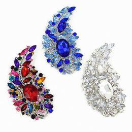 Spille di cristallo blu online-Spilla a foglia larga da 4,4 pollici Spilla a forma di grande cristallo di lusso Spilla in cristallo trasparente con spilla di cristallo blu, spilla di diamanti colorati