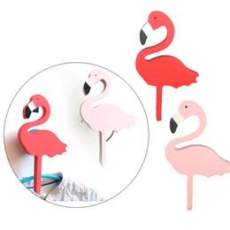 Vente en gros- 2016 Ins bois enfants chambre vêtements crochet mural autocollant décoratif Flamingo / Bat / Cactus / Croix forme cintre crochet décoration de la maison ? partir de fabricateur