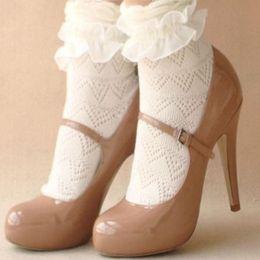 Calcetines con volantes de las señoras online-2017 nuevas mujeres de señora girls fashion blanco dulce de encaje con volantes frilly recortar tobillo calcetines cortos