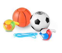 2019 calcio a mano palla Mini Football Basket Fischio Fidget Spinner Spinner Mano Cubo Anti-stress Desktop Palla Giocattolo Dito adulto Spiner Regalo calcio a mano palla economici