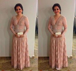 Perle rosa mutter braut kleider online-Vintage Pink Lace Mutter der Braut Bräutigam Kleider mit langen Ärmeln Perlen Plus Size Wedding Guest Dress