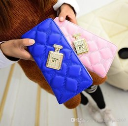 Wholesale Handbags Matching Wallet - New Fashion Handbags Factory Direct Lingge Tattoo Purse Line Lovely Lady Perfume Bottle Lady Hand Wallet Purse Trend All-match Diamond