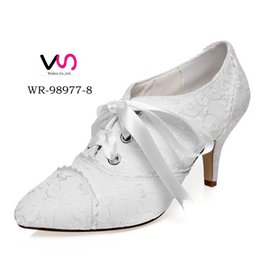 Wholesale Ivory Winter Wedding Boots - 2016 New Arrived Vintage Ankle Bootie Bridal Shoes Embroidered Lace Wedding Dress Shoe For Bride Bridemaind Shoe Main of Honor Shoe Size 35