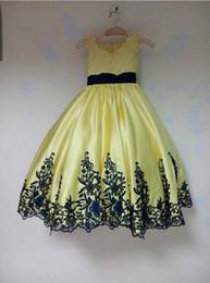 Sevimli Kız Pageant Elbiseler Siyah Dantel Aplikler Sarı Balo Çiçek Kız Elbise Yürüyor Cupcake Kız Pageant Elbiseler nereden sarı pastoral kupa tedarikçiler