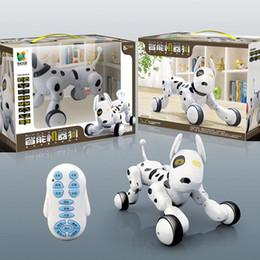 2019 cane controllato a distanza Giocattoli astuti di plastica con il cane elettrico telecomandato programmabile intelligente del giocattolo della macchina di controllo di musica leggera per il bambino 82xj B sconti cane controllato a distanza