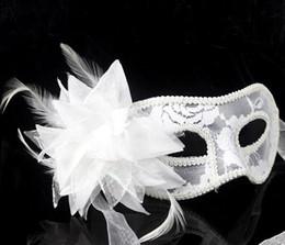 rote federmasken Rabatt 2017 heißer verkauf sexy Schwarz weiß rot Frauen Mit Federn Versehen Venetian Masquerade Masken für eine maskierte ball Spitze Blume Masken 3 farben