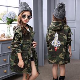 Winter Camouflage Jacke Baby Mädchen Warm Outwear Korea Stil Mode Rocket Rmbroidery Langen Mantel Für Mädchen 120-160 CM von Fabrikanten