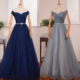 Vestidos de fiesta azul y plateado