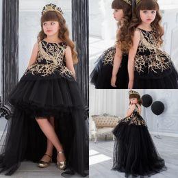 Vestido de niña de flores con lentejuelas doradas y tren Vestido de fiesta en negro Hola, niñas pequeñas Vestido con nalgas Vestidos formales escalonados para niños desde fabricantes