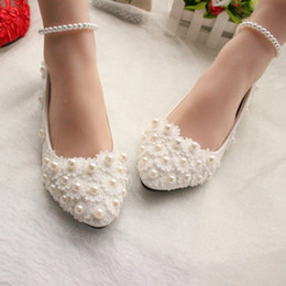 Wholesale Kitten Ballet Flats - 2016 New Arrival Pearls Lace Flowers Wedding Shoes Flats 3CM Or 8CM Bridal Heels With Pearl Strap Pointed Toe Heel