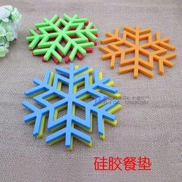 Wholesale Snowflake Cushions - Wholesale- Placemat Coasters Silicone Heat Insulating Eat Mat Pot Holder Snowflake Environmental Protection Silicone Cushion Antiskid