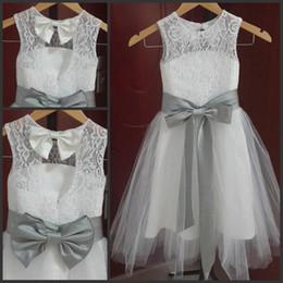 Robes de fille de fleur en dentelle longues Vintage une ligne Tulle petite fille robes de soirée de mariage formelles Silver Sash et Bow gris ? partir de fabricateur