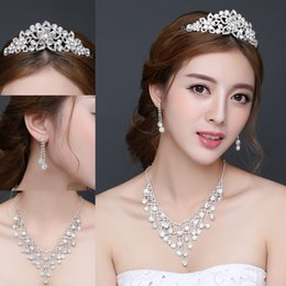 Wholesale Diamond Tiara Set - Three Piece Diamond Bridal Jewelry Sets Bridal Crowns Tiaras Earrings Crystal Necklace Free Shipping Cheap Wedding Party Accessories