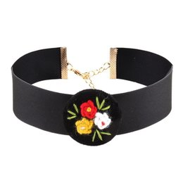 Wholesale Halloween Accesories - Three Colors Hand made Flower Choker Necklace For Women Bohemian Necklace for Clothing Math Jewelry Accesories