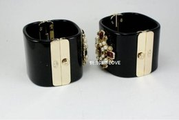 Wholesale Wholesale Clothing Chain - European fashion elegant luxury top clothing famous brand woman all-match Resin Bracelet