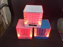 Cubo reproductor de mp3 online-T-2086A Altavoces Bluetooth con LED Rubik Cube Mini Par portátil Altavoz Bluetooth Home Audio Support TF Tarjeta FM Reproductor Mp3