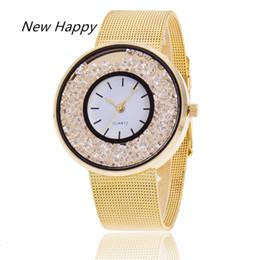 Billige strass uhr online-Arbeiten Sie preiswertes Edelstahl-Golddamenarmbandineinander greifenbügel Armbanduhren für Frauen ein, die kreativen kreativen Rhinestone streichen
