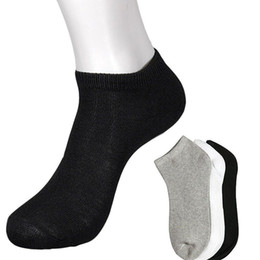athletische besatzung socken großhandel Rabatt Großhandels-Herren Low Cut Athletic Ankle Sport Knöchel / Quarter Crew Socken Schwarz Weiß Grau