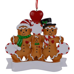 Wholesale Personalized Family Ornament - Wholesale Resin Gingerbread Family Of 3 Christmas Ornaments With Red Apple As Personalized Gifts For Holiday And Home Decor