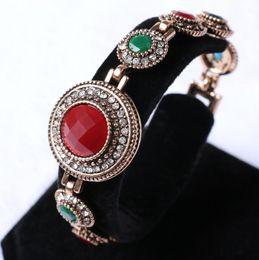 Canada Europe et Amérique Mme grand rond grandes pierres incrustées dans la couleur de diamant blanc alliage Bracelet bijoux de tempérament noble cheap color diamond bracelet Offre