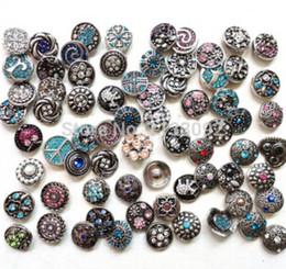 noosa pulsante intercambiabile Mix Molti stili 50 pz / lotto nuovo fation 18mm pulsante a scatto in metallo fascino strass pulsante stili zenzero scatta gioielli da pulsanti di pietra acrilica fornitori