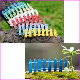 cerca de jardim em miniatura Desconto (10 Cores) Mini Pequeno Barreira De Cerca De Madeira miniaturas De Madeira Ofício De Fadas Palings Jardim Showcase jardim de casa decorações