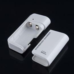 Nuevo cargador USB portátil de la emergencia de la batería AA para la venta caliente a estrenar blanca del teléfono desde fabricantes