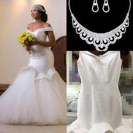 Colar vestido sem costas on-line-2017 glamourosa beads sereia sem encosto vestidos de casamento off-a-ombro dubai árabe vestidos de noiva custom made vestidos de casamento colar livre