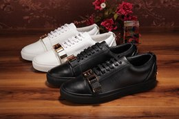 Wholesale Decorating Lace - Black and White Men low top trainers Casual Sport Shoes Flat Lace-Up Buckle Decorate Leather Breathable Fashion Skate Sneakers Sapato Hombre