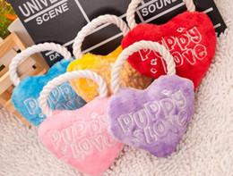 chinelos de peluches Desconto 2016 Novo Cão Pet Forma Do Coração Bonito Brinquedo Som Filhote De Cachorro Prática Squeaker Chew Play Squeaky Toy