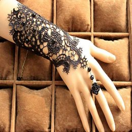 Wholesale Stock Fingerless Gloves - Wholesale-Free Shipping In Stock 1Pair Fingerless Lace Wedding Gloves New Fashion White,Black Bride Bridal Gloves With Ring Bracelet