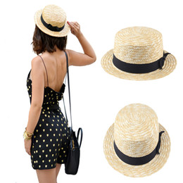 2017 wholesale boater hat Vente en gros- Femmes Lady Boater Été Sun Hat Beach Ruban Round Flat Top Beige Straw Fedora Panama Hat Bonne Forme 20 wholesale boater hat pas cher