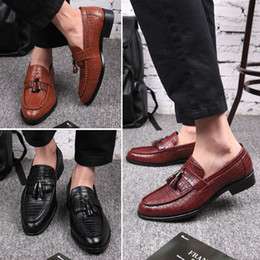 Wholesale Boys Party Shoes - Italy fashion crocodile textured leather Oxford dress shoes men's sliding tassel shoe toes business boom boys and noble man