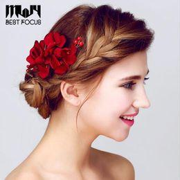 Kadınlar Için yeni Moda Kırmızı Çiçek Saç Fırçası Saç Aksesuarları Düğün Gelin Saç Takı 3 adet / grup cheap red hair brushes nereden kırmızı saç fırçaları tedarikçiler