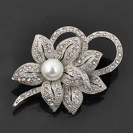 Wholesale Wholesale Vintage Look Flower Brooches - Vintage Look White Gold Clear Rhinestone Crystal Diamante Cream Pearl Center Flower and Bow Wedding Bouquet Brooch