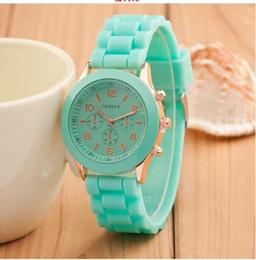 2019 relojes deportivos Marca de lujo Geneva Watch Rubber Silicon Candy Relojes Deportivos Cuarzo Moda Relojes para hombres Automatic Luxury Jelly Women reloj de pulsera relojes deportivos baratos