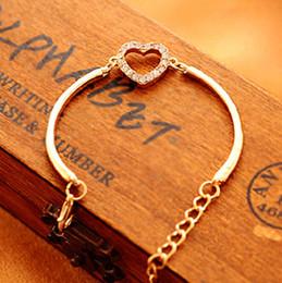 Herzförmiges diamantarmband online-New Fashion Heart-shaped Bracelet Trendy Frauen lieben Herz vergoldete Armreifen Classic Indian Diamond Jewelry Heart-shaped Frauen Armbänder