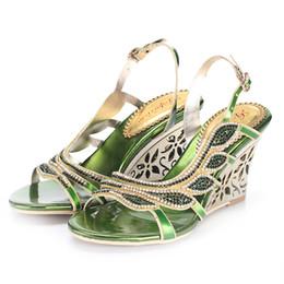Canada Vrai Vert Chaussures De Mariage De Mariée Accessores Chaussures Style D'été Femmes Sandales Compensées Perles De Cristal Sexy Vente Chaude Soirée Chaussures De Dames cheap evening shoes sale Offre