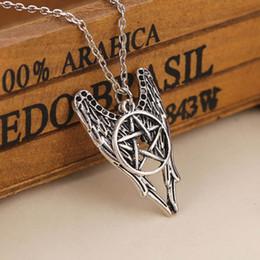 Al por mayor-Retro sobrenatural Pentagram Castiel Wing Angel Wicca Talismán colgante, collar de los encantos de las mujeres de los hombres joyería regalos de cadena desde fabricantes