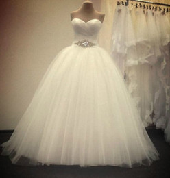 Wholesale Soft Photo - Romantic Ball Gown Sweetheart Wedding Dress With Crystal 2018 New Soft Tulle Wedding Gowns Floor Length